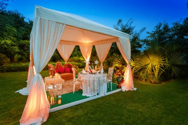 Valentine-cabana-dinner-date-at-vivanta-dwarka-delhi